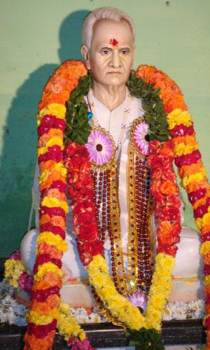 kanniah-yogi-statue